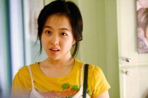 """ong ngoai tuoi 30 300x200 - Park Bo Young và câu chuyện về """"em gái quốc dân"""" xứ Hàn"""