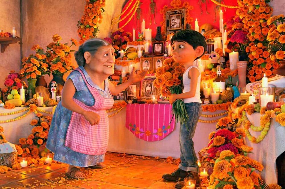 miguel phat hien su that e1581691141621 - Coco: Gia đình sẽ mở lối cho những đam mê của bạn