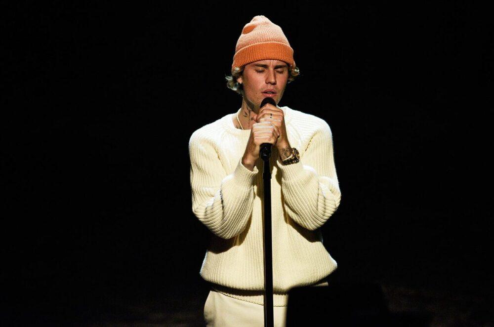 justin bieber thanh cong e1609858486713 - Justin Bieber: Từ cậu bé yêu ca hát đến ngôi sao toàn cầu